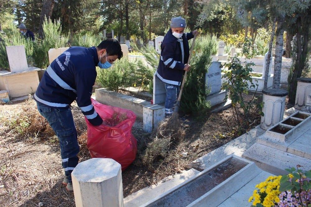 19 ilcede mezarliklara bahar temizligi 6 rvJWXHMW