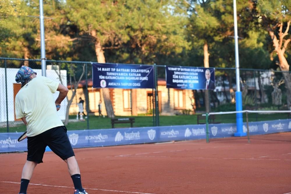 doktorlar tenis turnuvasinda bulustu 3 dpXOEWHP