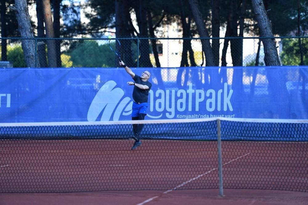 doktorlar tenis turnuvasinda bulustu 4 m5M1yiEh