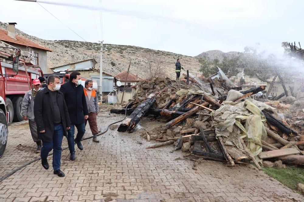 kaymakamliktan evi yanan ve hayvanlari telef olan ailelere 65 bin liralik destek 0 zkVw2EYu