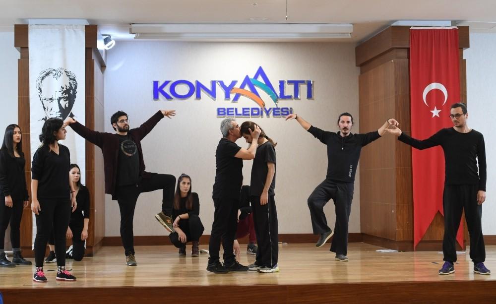 konyaalti belediyesinden tiyatro kursu 1 MlpiEKlU