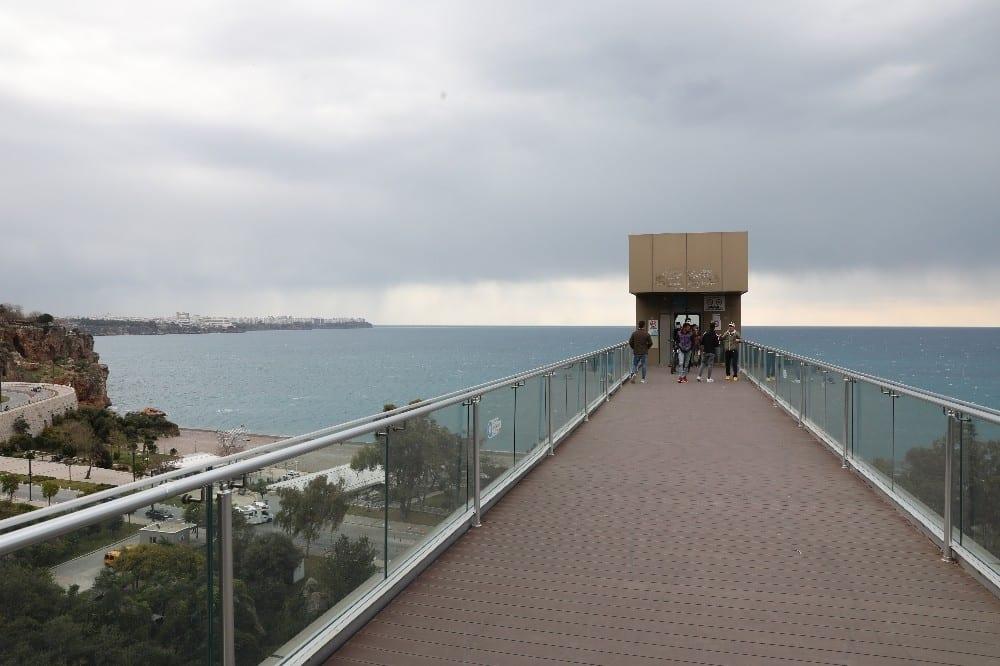 panoramik asansorler bakimlarinin ardindan hizmette 1